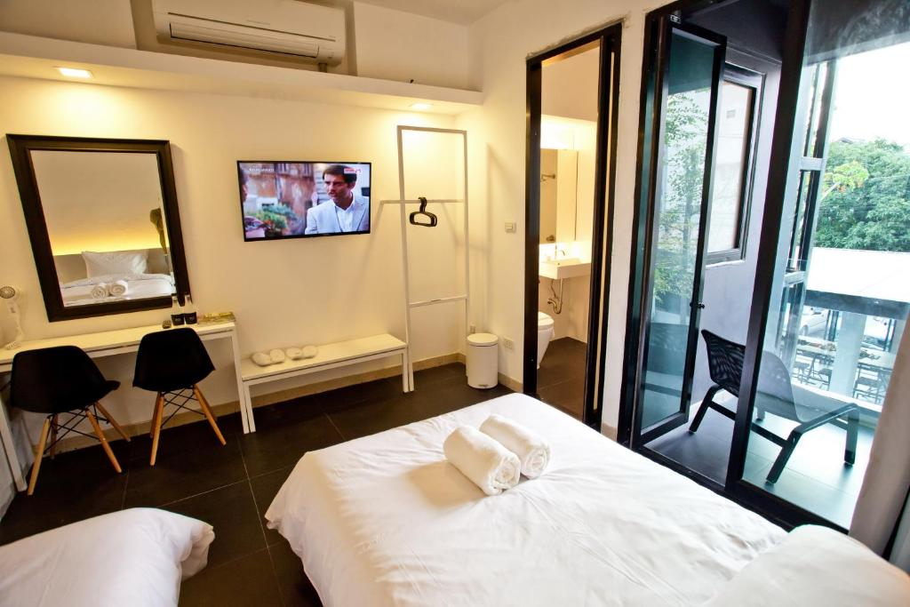 Full view of twin room at BED Phrasingh